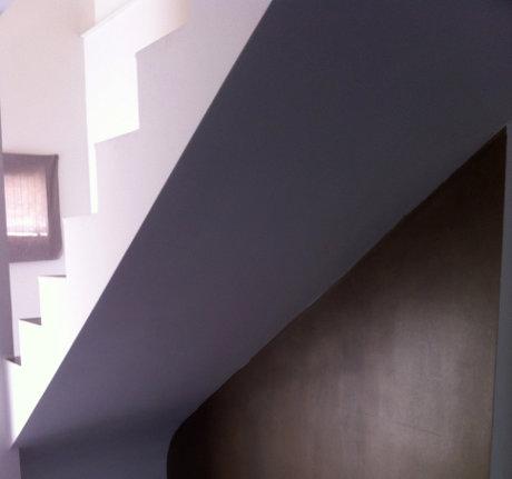 Escalier droit (sous-face) en béton et plâtre