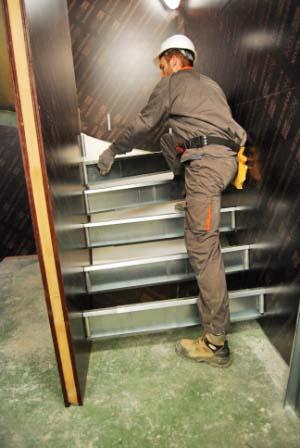 Pose de support de coulage d'escalier béton, autre vue
